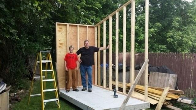 Как мальчик смог построить себе дом?