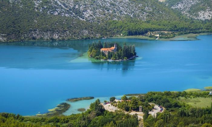 10 самых маленьких, но обитаемых островов мира