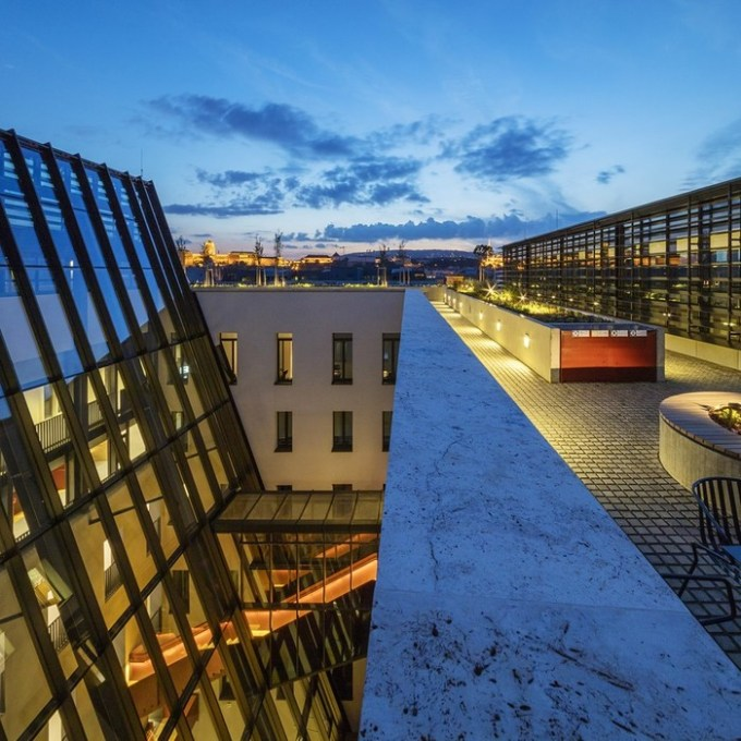 Интерьер и экстерьер кампуса Центрально Европейского университета в Будапеште