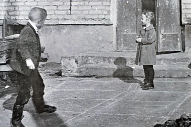 Обычные детские игры, которые сейчас кажутся очень опасными. Как мы вообще выжили!