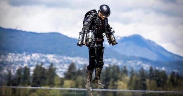 Конструктор из Великобритании создал костюм, позволяющий летать