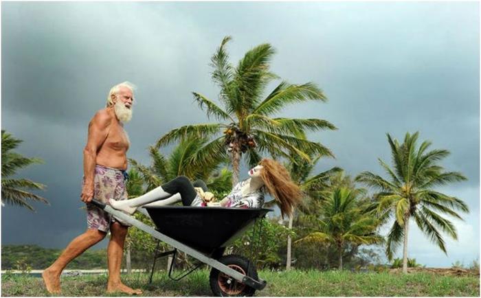 Разорившийся австралийский миллионер уже 20 лет живет один на необитаемом острове