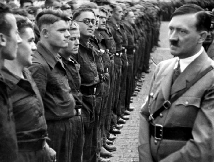 Кто и зачем отмечал день рождения Гитлера в Советском Союзе?