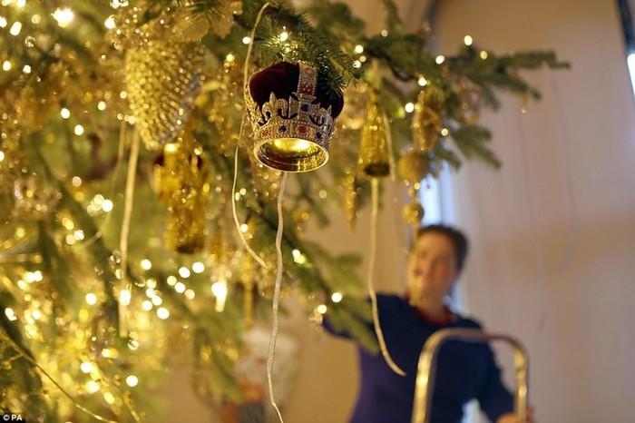 Дом Елизаветы II в графстве Беркшир украшен к Рождеству