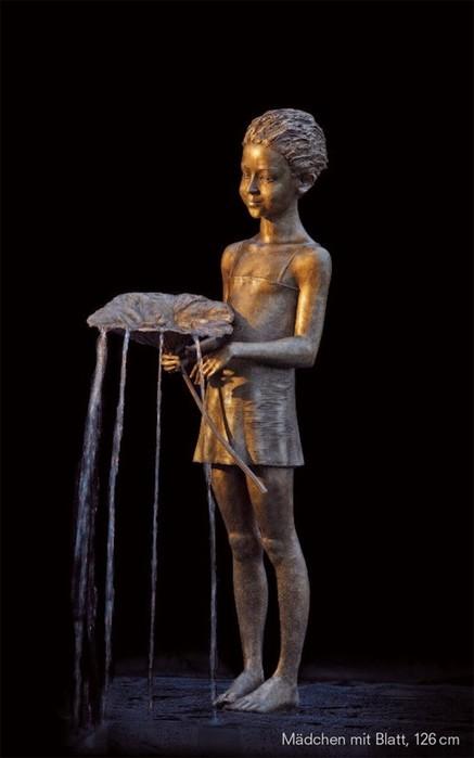Польский скульптор создает шедевры из бронзы и воды
