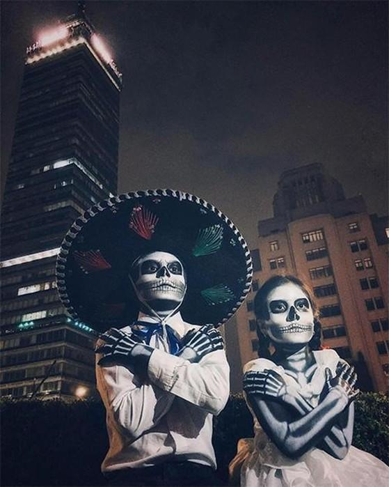 Танцы на костях! Лучшие фото в Instagram за ноябрь   привидение и бегство от войны