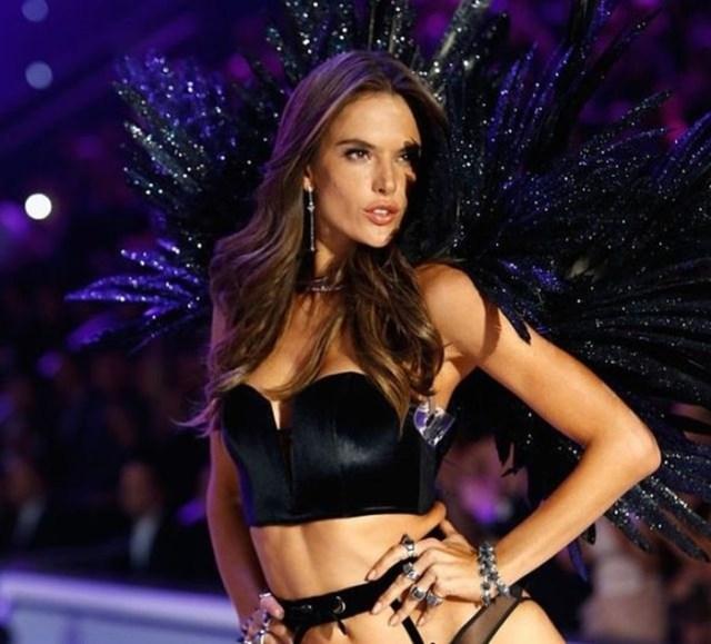 18 самых высокооплачиваемых моделей Victorias Secret