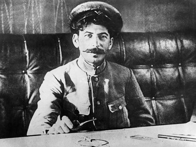 Как Сталин смог забрать всю власть в свои руки