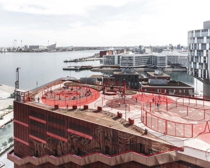 Необычная парковка Копенгагена с привлекательным фасадом