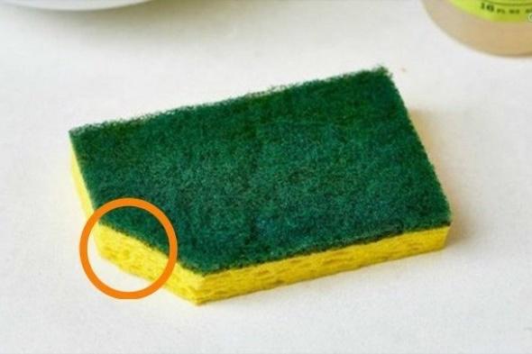 Зачем нужно обязательно обрезать уголок у посудной губки
