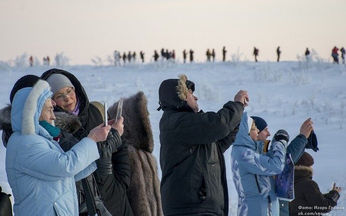 Фото, как жители Мурманска встретили первый рассвет в этом году