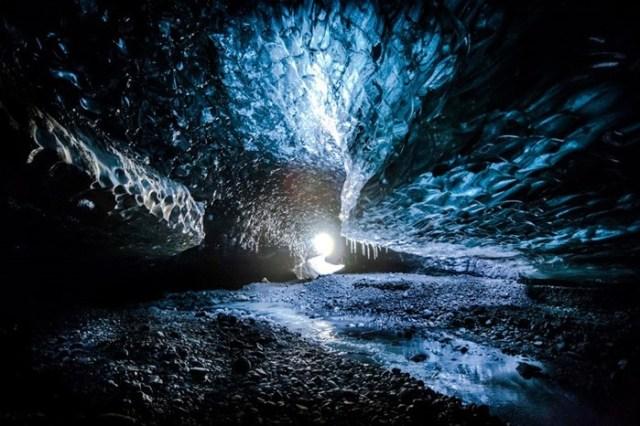 Ледяные пещеры Исландии: Добро пожаловать в мир фантазий!