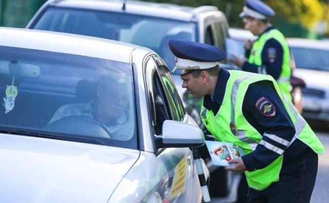 7 фраз, которые лучше не говорить инспекторам дорожной полиции
