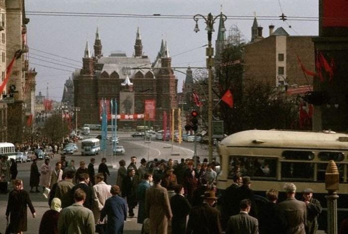 По каким признакам иностранцы узнавали советского человека