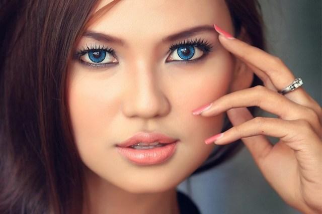 Подбираем тени для голубых глаз