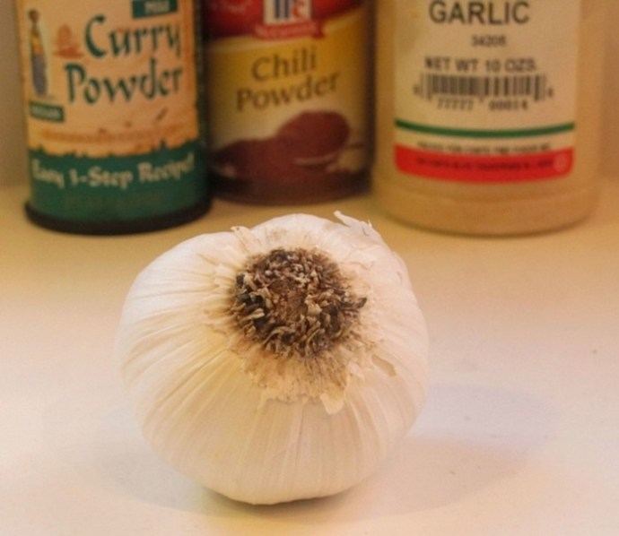 Хитрости шеф повара: как избавиться от запаха чеснока, но сохранить его вкус