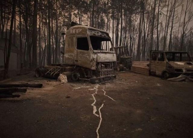 Фотографии, как стихия может превратить автомобиль в металлолом