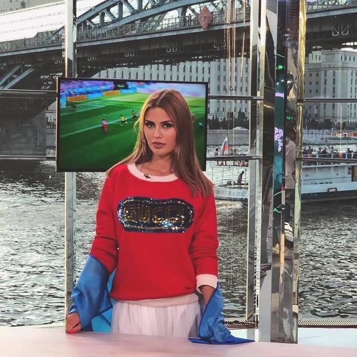 «Боня силиконя»: фанатов ЧМ 2018 возмутил размер груди телеведущей