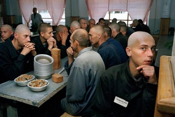 Почему в тюрьме нельзя заступаться за других
