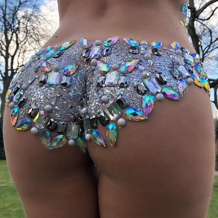 Девушки нашли новый способ загорать без одежды