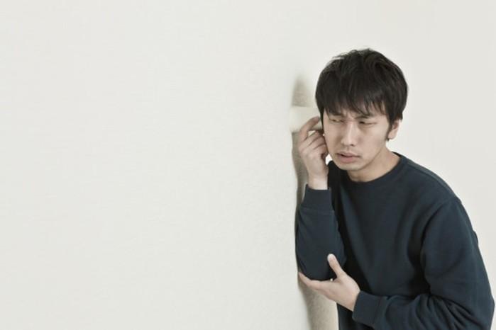 Незнакомый мужчина незаметно жил вдоме японской пенсионерки