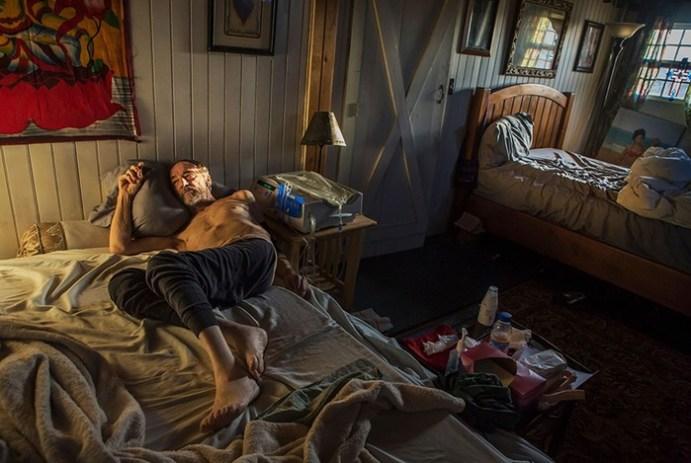 Тайная комната: она пробралась туда, где люди оголяются, страдают иплачут отсчастья