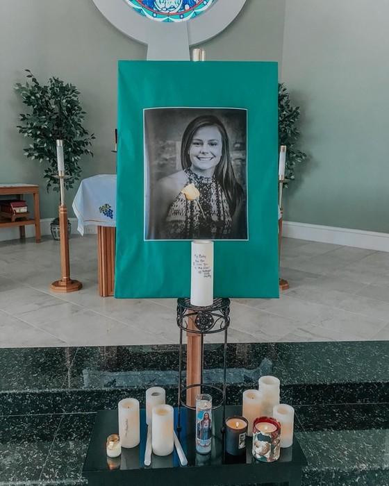 16 летняя звезда Инстаграма чудом выжила в ДТП, потеряв лучшую подругу