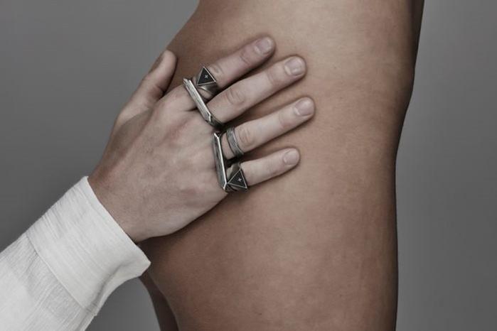 Мужские украшения для «любителей уродства»: эффектная реклама