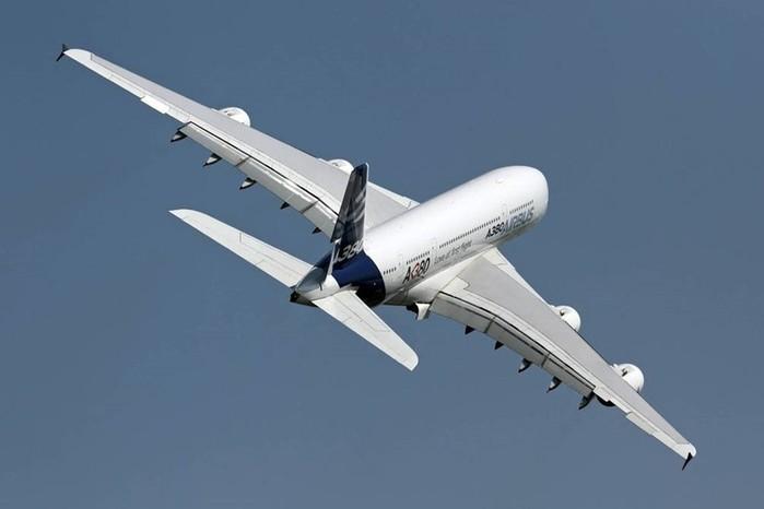 Причины, по которым большинство самолетов красят в белый цвет