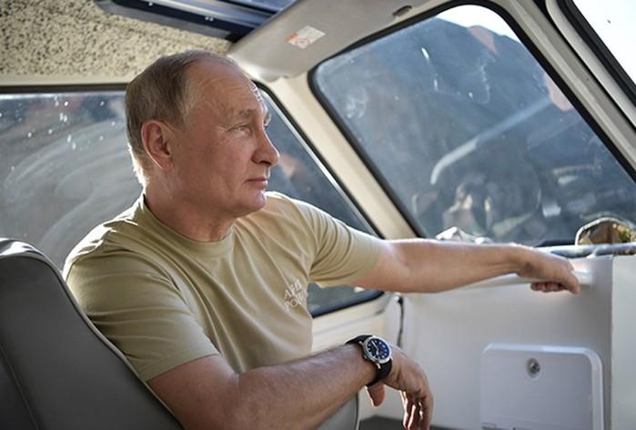 Агентство ТАСС опубликовало в своей фотохронике снимки с отдыха президента