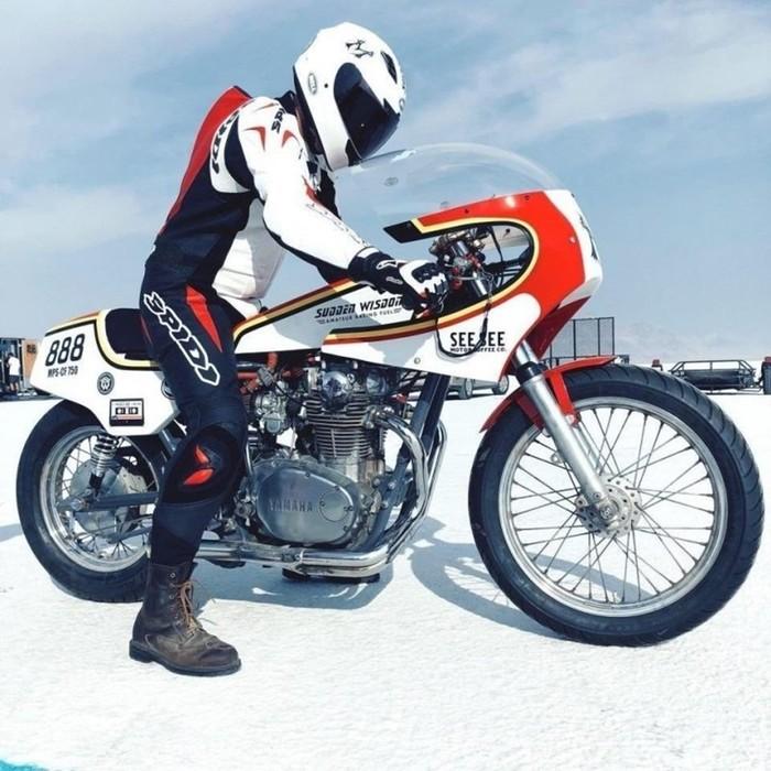 Американец собрал быстрый мотоцикл, который ездит на водке