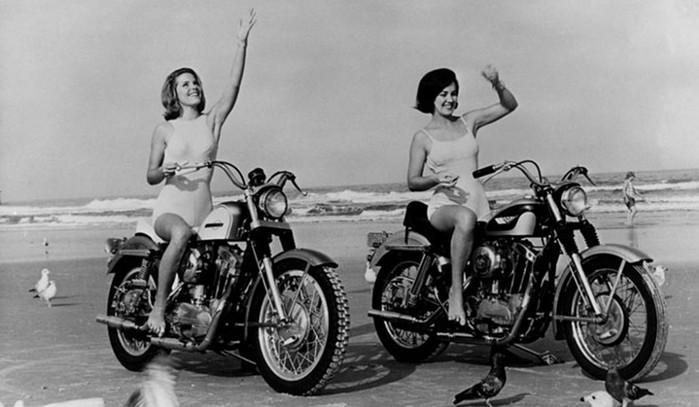 Винтажные фото крутых девчонок на мотоциклах