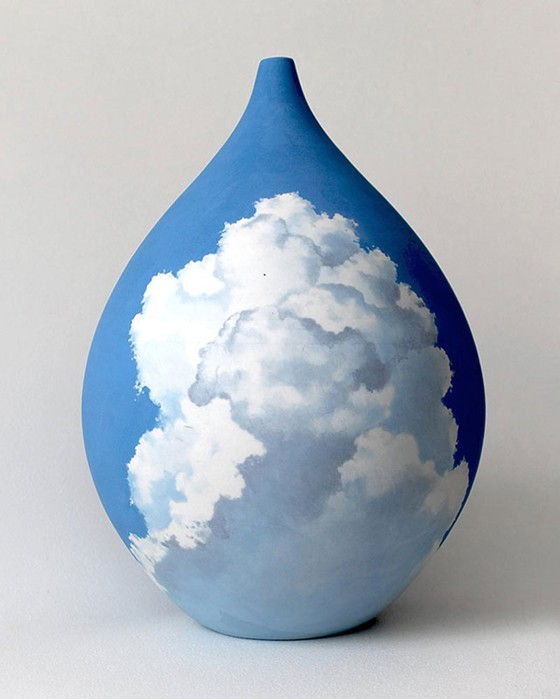 Летели облака! Художница из Австралии рисует небо на вазах