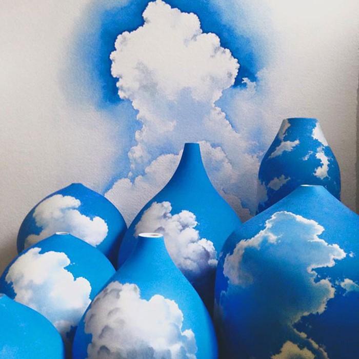 Художница из Австралии рисует небо на вазах