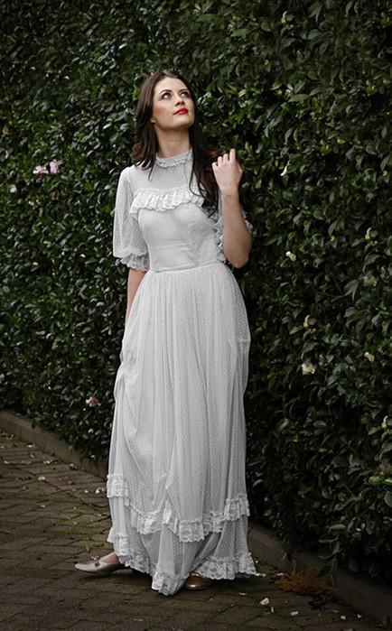 Уроки Photoshop. Меняем цвет платья с бледного на яркое