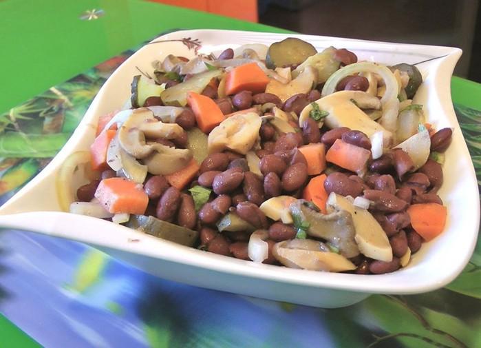 Салат из фасоли: очень вкусный салат!