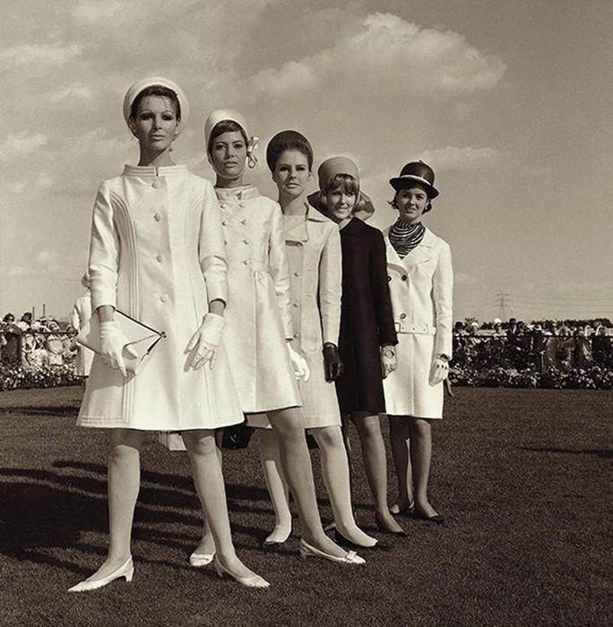 Дикие скачки в Мельбурне: ужасное сравнение фото гостей со старыми снимками