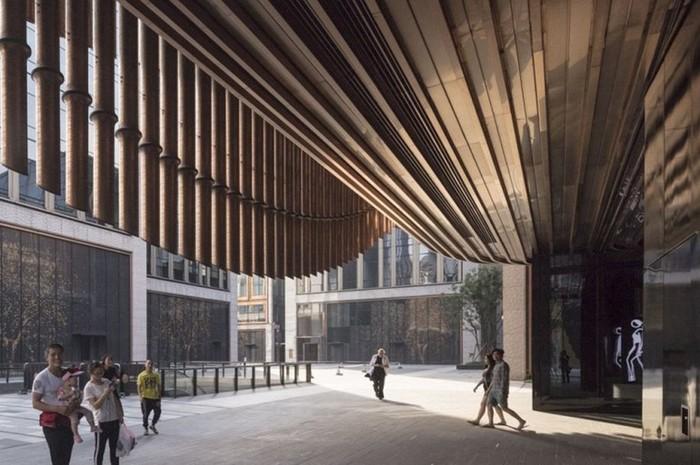Движущийся фасад финансового центра в Шанхае
