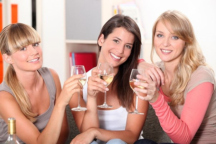Почему женская дружба оказалась крепче мужской