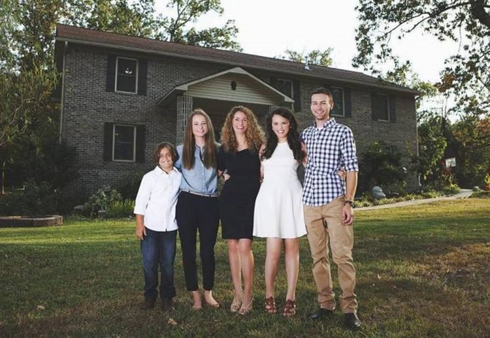 Многодетная мать сама построила дом, посмотрев обучающее видео