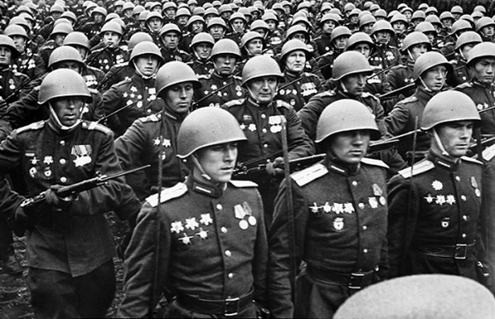 Для чего Сталин вернул в армию «белогвардейские» погоны в разгар войны