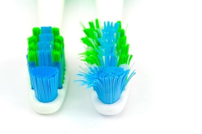 Как вернуть форму зубной щётке— удивительно простой способ!