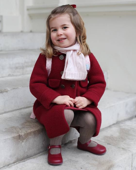 В сети появились новые портреты принцессы Шарлотты