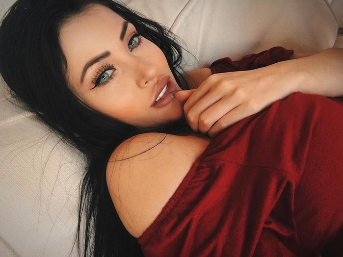 Двойник Меган Фокс с восхитительными формами: Клаудия Альенде