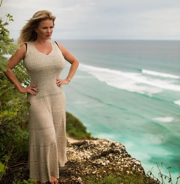 10 знаменитых женщин, которые не стесняются своих пышных форм