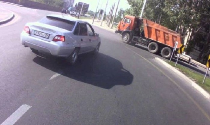 Опасные ошибки водителей в транспортном потоке