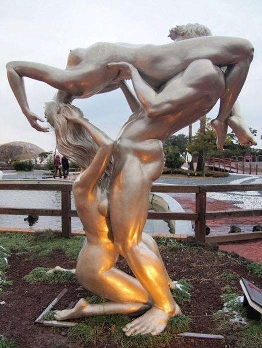Любовь напоказ: 16 ceкcуальных фантазий, запечатленных в скульптуре
