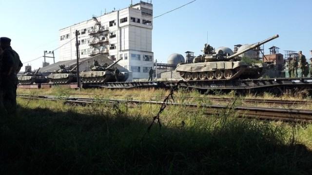 До Луганська прибув радник Путіна — почалося вивезення танків