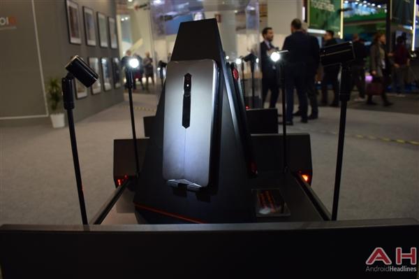 努比亚游戏手机真机实拍:真有四颗风扇