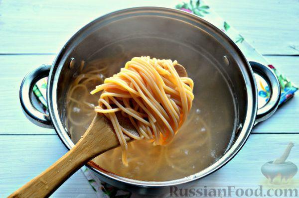 Рецепт: Томатные спагетти с жареной капустой на ...